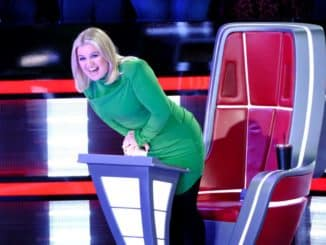 """THE VOICE -- """"The Battles, Part 5/The Knockouts"""" Episode 1711 -- Pictured: Kelly Clarkson -- (Photo by: Trae Patton/NBC)"""