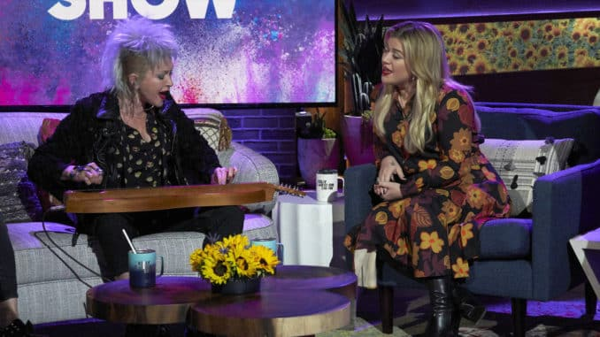 THE KELLY CLARKSON SHOW -- Episode 3033 -- Pictured: (l-r) Cyndi Lauper, Kelly Clarkson -- (Photo by: Adam Christensen /NBCUniversal)