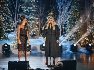 THE KELLY CLARKSON SHOW -- Episode 3043 -- Pictured: (l-r) Lea Michele, Kelly Clarkson -- (Photo by: Weiss Eubanks/NBCUniversal)