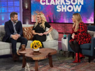 THE KELLY CLARKSON SHOW -- Episode 3054 -- Pictured: (l-r) Nick Offerman, Kellie Pickler, Kelly Clarkson -- (Photo by: Adam Christopher/NBCUniversal)
