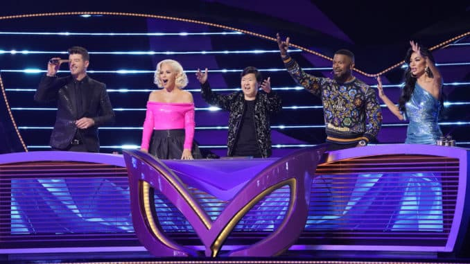 THE MASKED SINGER: L-R: Robin Thicke, Jenny McCarthy, Ken Jeong, guest panelist Jamie Foxx and Nicole Scherzinger. © 2020 FOX MEDIA LLC. Cr: The Greg Gayne /FOX.