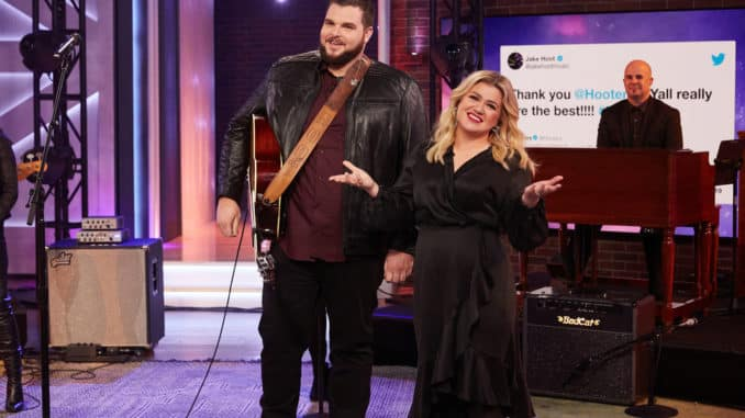 THE KELLY CLARKSON SHOW -- Episode 3083 -- Pictured: (l-r) -- Jake Hoot, Kelly Clarkson -- (Photo by: Adam Christopher/NBCUniversal)