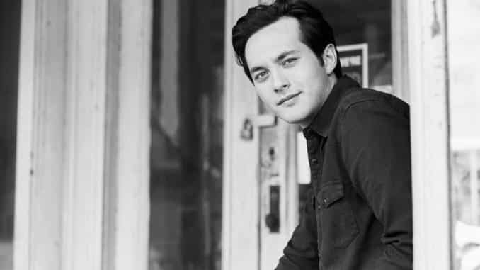 Laine Hardy drops Tiny Town Acoustic Video