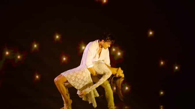 """DANCING WITH THE STARS - """"Top 11"""" - More dances and more music as 11 celebrity and pro-dancer couples compete for this season's sixth week live, MONDAY, OCT. 19 (8:00-10:00 p.m. EDT), on ABC. (ABC/Eric McCandless) GLEB SAVCHENKO, CHRISHELL STAUSE"""