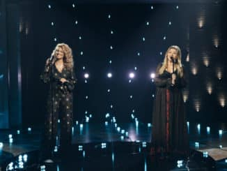 THE KELLY CLARKSON SHOW -- Episode 4045 -- Pictured: (l-r) Tori Kelly, Kelly Clarkson -- (Photo by: Weiss Eubanks/NBCUniversal)
