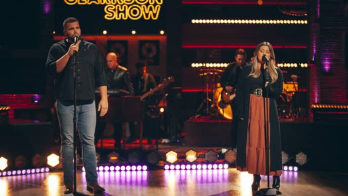 THE KELLY CLARKSON SHOW -- Episode 4134 -- Pictured: (l-r) Jake Hoot, Kelly Clarkson -- (Photo by: Weiss Eubanks/NBCUniversal)