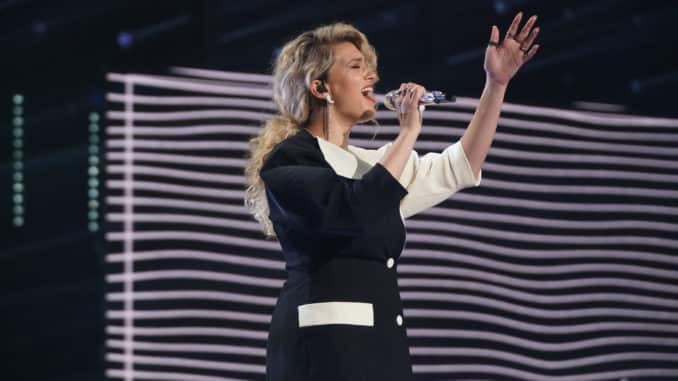 """AMERICAN IDOL – """"411 (All Star Duets and Solos)"""" – Following Sunday's kickoff to the All Star Duet round, """"American Idol"""" continues the two-night event on MONDAY, APRIL 5 (8:00-10:00 p.m. EDT), on ABC. (ABC/Eric McCandless) TORI KELLY"""