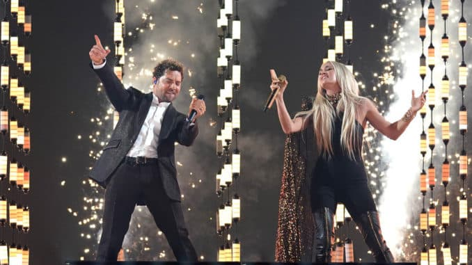 """2021 LATIN AMERICAN MUSIC AWARDS -- """"Show"""" -- Pictured: David Bisbal and Carrie Underwood at the BB&T Center in Sunrise, FL on April 15, 2021 -- (Photo by: Alexander Tamargo/Telemundo)"""