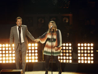 THE KELLY CLARKSON SHOW -- Episode 1045 -- Pictured: (l-r) Jimmy Fallon, Kelly Clarkson -- (Photo by: Weiss Eubanks/NBCUniversal)